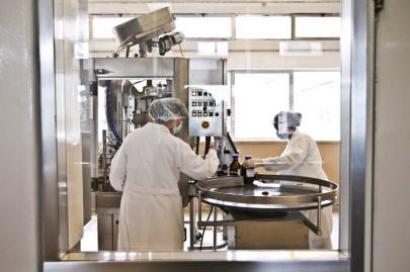 Laboratório Militar produz medicamentos que as farmacêuticas não têm interesse em fazer porque não são rentáveis, mas que salvam vidas e são indispensáveis ao tratamento de alguns doentes. Fotografia de Mário Cruz, LUSA