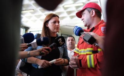 Marisa Matias em visita aos Bombeiros Voluntários de Monchique. Foto de Paula Nunes.