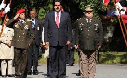 Edgardo Lander acusa o governo de Maduro de ser cada vez mais autoritário, governando há três anos em 'estado de emergência'