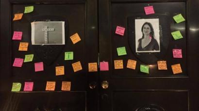 Também em Londres, em frente à Embaixada de Malta, esta segunda-feira à noite, juntaram-se dezenas de pessoas em vígilia por Daphne Caruana Galizia.
