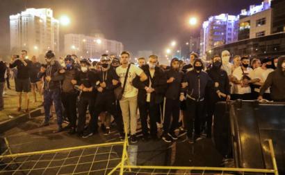 Manifestantes em Minsk, Bielorrússia.