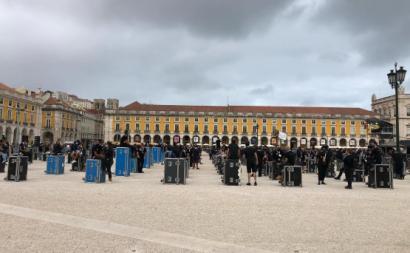 Manifestação dos técnicos do espetáculo, no Terreiro do Paço, em Lisboa. Foto via facebook de Ricardo Moreira.