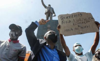 """Manifestação """"Por um combate à corrupção e à impunidade em Angola sério e justo contra todos os suspeitos"""", Luanda, Angola, 21 de novembro de 2020 – Foto de Ampe Rogério/Lusa"""