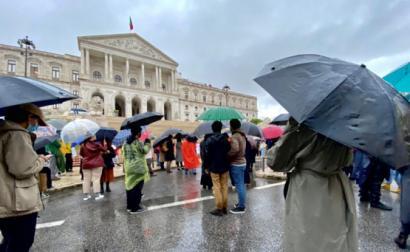 Estudantes de cinema em frente ao Parlamento esta terça-feira