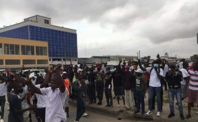 Manifestação reprimida violentamente pela polícia - Foto de facebook dos amigos do Bloco Democrático de Angola