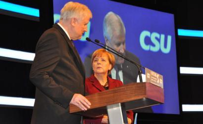 Angela Merkel, líder da CDU alemã, e Horst Seehofer, líder da CSU e atual ministro do Interior – Foto de Harald Bischof/wikimedia, 20 novembro de 2015