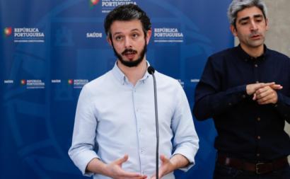 O deputado Moisés Ferreira em declarações à comunicação social após uma das reuniões no Infarmed.