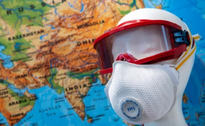 A economia global pára não só por causa dos bloqueios para deter o vírus, mas também porque as linhas de produção da China param