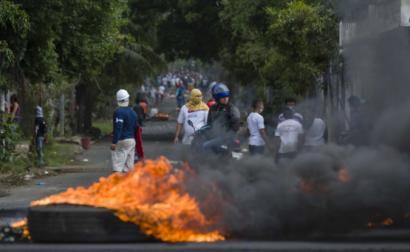 Protestos em Manágua, capital da Nicarágua, neste sábado, 21 de abril de 2018 – Foto de Jorge Torres/EPA/Lusa