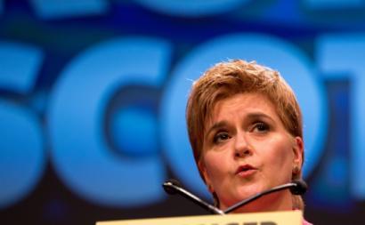 """""""Se o povo da Escócia vota por uma maioria pró-independência no parlamento escocês, nenhum político tem o direito de se lhe opôr"""", disse ainda a primeira-ministra."""