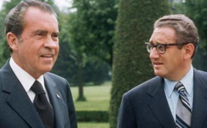 "Richard Nixon e Henry Kissinger - Foto da ""Democracy Now"""