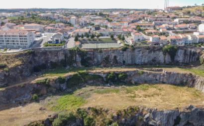 Pedreira na cidade de Miranda do Douro deixada pela construção da barragem 1960