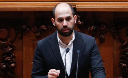 """""""A forma como [a reforma] foi introduzida parece que se está a construir a casa pelo telhado"""", alerta Pedro Filipe Soares."""