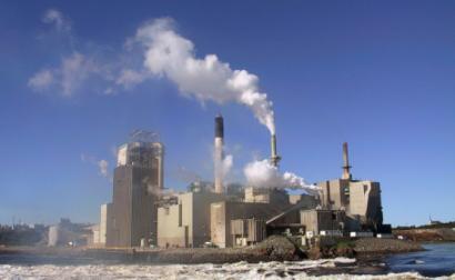 Fábrica de celulose e papel em New Brunswick, Canadá – Foto de Alexvye/Wikipedia