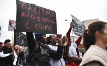 Racismo não é opinião, é crime (faixa) - Foto de Ana Mendes