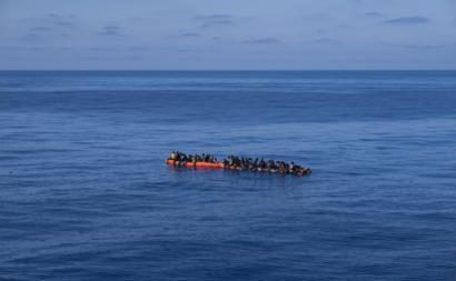 """Para o The Guardian, o processo italiano""""parece mostrar que as autoridades de Roma sabiam que as autoridades líbias estavam ou pouco dispostas ou mesmo incapazes de lidar com os barcos com migrantes no mar""""."""