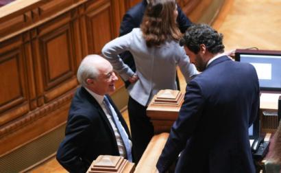 Rui Rio e André Ventura no Parlamento.