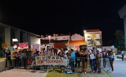"""""""Populações locais têm que demonstrar o seu desacordo por estes financiamentos à tauromaquia"""" - Foto do movimento Santarém sem touradas"""