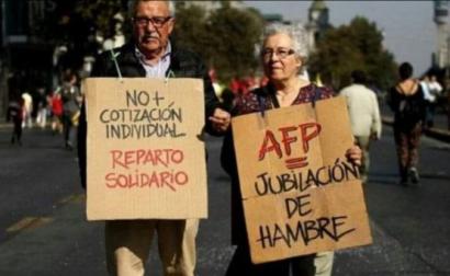 Manifestantes contra os fundos de pensão no Chile. Foto de @_Iyov_/Twitter.