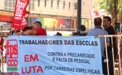 Trabalhadores das escolas em protesto. Foto da FNSTFP.