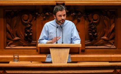 """José Soeiro denunciou as """"janelas"""" de """"precarização extrema"""" que o Governo abriu – Foto de José Sena Goulão"""