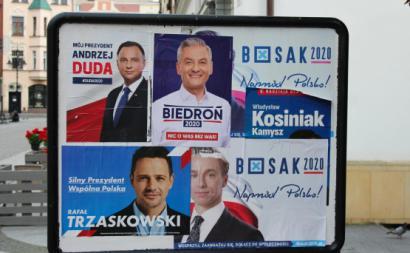 Cartazes das eleições presidenciais na Polónia. Foto via Flickr de Timon91, licença creative commons: https://www.flickr.com/photos/timon91/