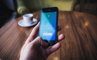 Redes sociais em que o Bloco de Esquerda está presente: Facebook, Twitter, Instagram, Flickr, Youtube e WhatsApp