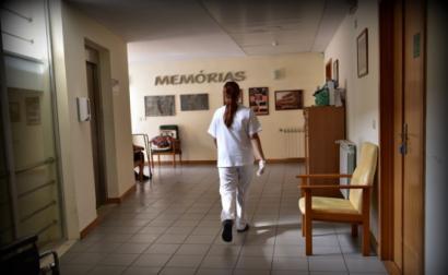 Trabalhadora de um lar. Foto de Paulete Matos.
