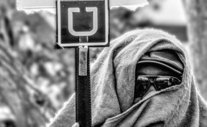 Condutor da Uber em protesto em San Diego em 2016.