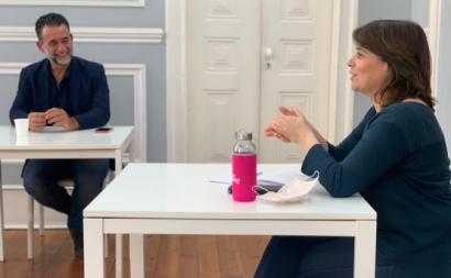 Catarina Martins e Luís Ribeiro da Associação de Profissionais de Educação de Infância em reunião. Maio de 2020.
