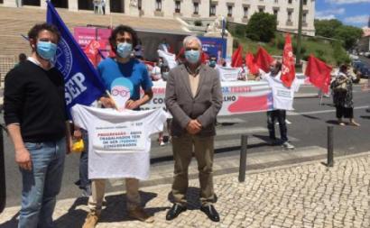 """Médicos, enfermeiros e todos os profissionais de saúde criticam a decisão e denunciam as """"desigualdades"""" - foto esquerda.net"""