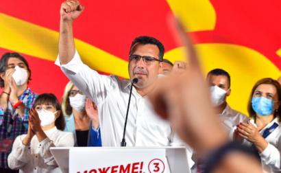 Zoran Zaev líder da SDSM celebra a vitória nas eleições da Macedónia do Norte, 16 de julho de 2020 – Foto de Georgi Licovski/Epa/Lusa