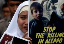 Protesto na Embaixada da Rússia em Jacarta, Indonésia, contra a guerra em Alepo. Foto de Adi Weda/EPA/Lusa.