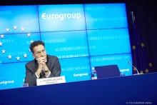 """""""O senhor Djisselbloem não tem nenhumas condições para permanecer à frente do Eurogrupo"""", declarou nesta terça-feira o ministro dos Negócios Estrangeiros português, Augusto Santos Silva"""