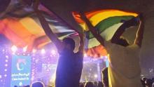 Imagens virais do concerto dos Mashrou' Leila no Cairo, com a bandeira LGBT.