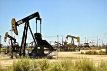 Plataformas petrolíferas em terra.