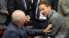 Schäuble volta a ameaçar a Grécia, o trabalhista holandês Dijsselbloem faz coro