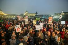 Manifestação em Viena de Áustria contra o governo de coligação da direita com a extrema direita, 13 de janeiro de 2018 – Foto de Florian Wieser/Epa/Lusa