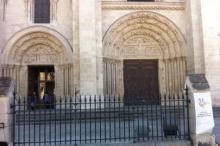 Saint Denis possui uma das basílicas góticas mais antigas da Europa