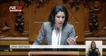 Joana Mortágua intervém no Parlamento.