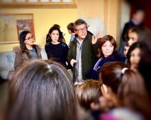 Catarina Martins acompanhada pela deputada Joana Mortágua visitou a Escola Básica Eugénio dos Santos, em Lisboa – Foto esquerda.net