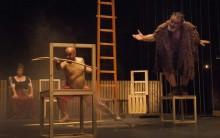 """A peça é um convite à reflexão sobre """"morte e vida, mal e bem, ter e poder"""". Foto de Paulo Nuno Silva/ Escola da Noite"""