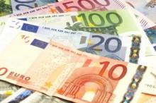 O salário mínimo era de 505 euros em 2015, foi aumentado para 530 euros em 2016 e para 557 euros em 2017