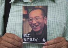 1000 postais para que a China liberte o ativista Liu Xiaobo. Foto de Alex Hofford EPA/Lusa
