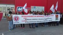 Os trabalhadores exigem o fim da precariedade e das pressões a que estão sujeitos. Foto CESP