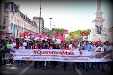25th April, Carnation Revolution demonstration in Lisbon, by Paulete Matos