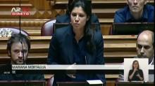 Mariana Morágua durante a sua intervenção no Parlamento