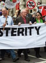 Martin McGuiness em marcha anti-austeridade na Irlanda do Norte, por Andy Rain - EPA/Lusa