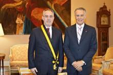 Júlio Pereira Gomes com Cavaco Silva. Fonte: Presidência da República.