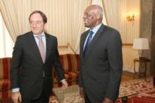 Paulo Portas e Eduardo dos Santos em Luanda. Foto de Rogério Tuti/ JAlmagens /Rede Angola.